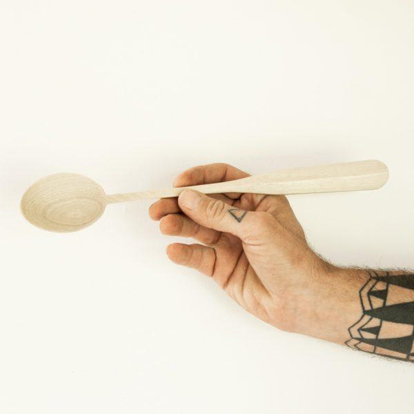 Une cuillère artisanale en bois Wild Spoons model Buckingham